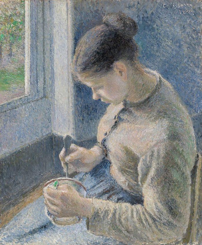朝食、コーヒーを飲む若い農婦